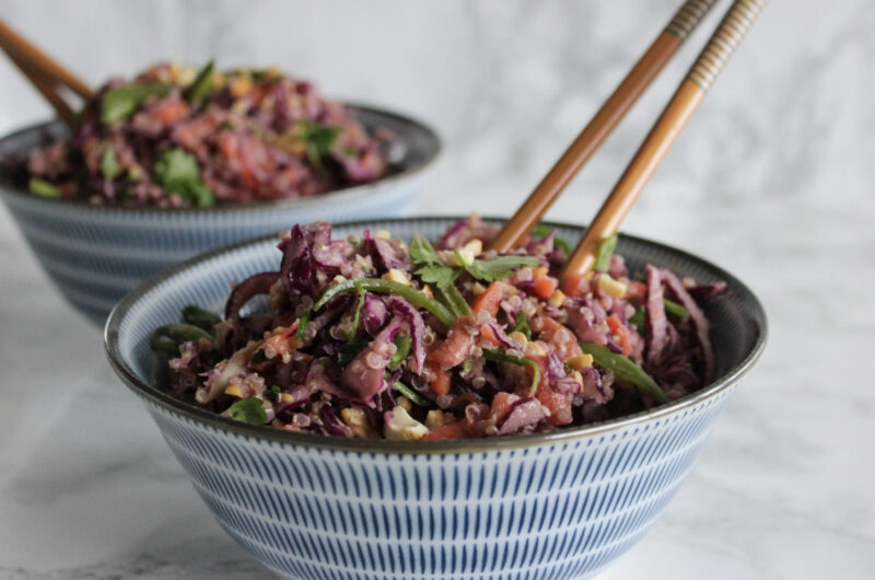 Thai salat med quinoa og peanuts